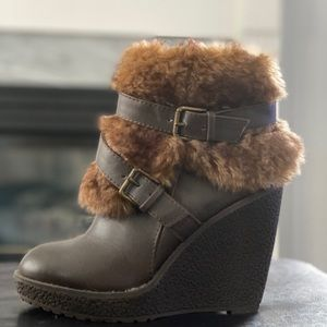 😍 Baby Phat faux fur boots